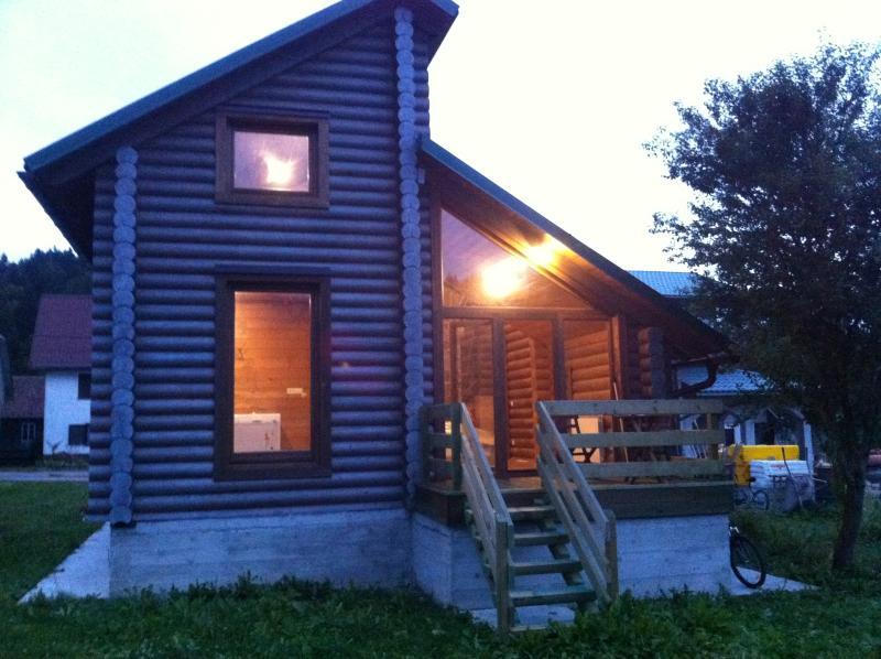 Wooden cottage near the creek, aluguéis de temporada em Nova Vas
