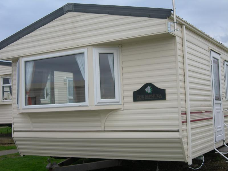 3 bedroomed static caravan 2 min's from complex