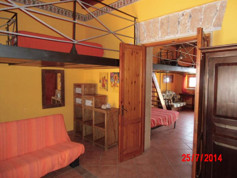 CasaVacanza a diretto contatto con riserva marina, holiday rental in Solanto