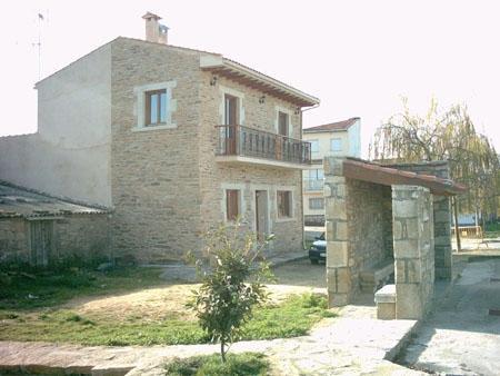 Ideal para grupos de 10 personas en Trabanca, holiday rental in Urros