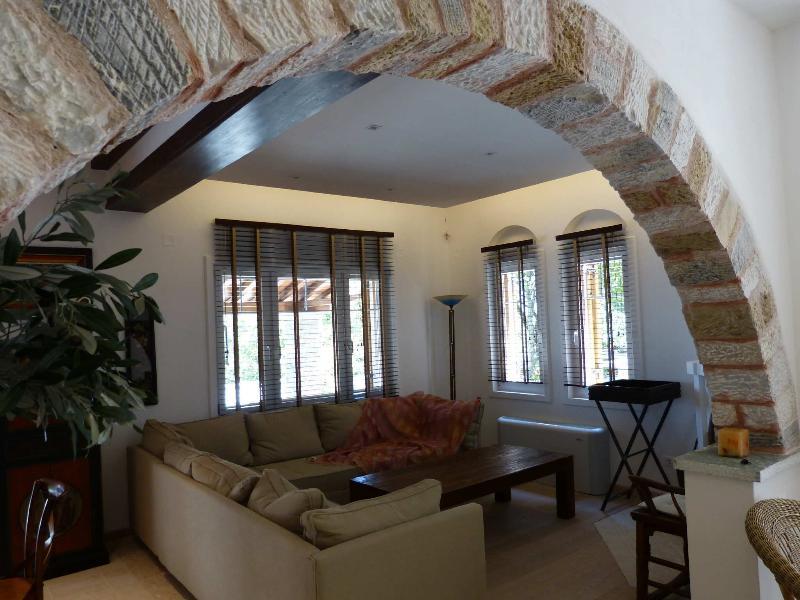 Luxurious villa 'Aloupi', location de vacances à Ville de Skopelos