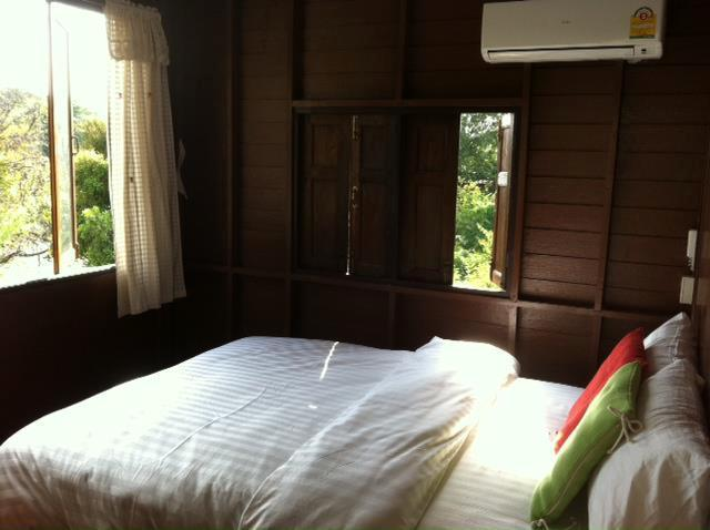 A Bed room with riverview