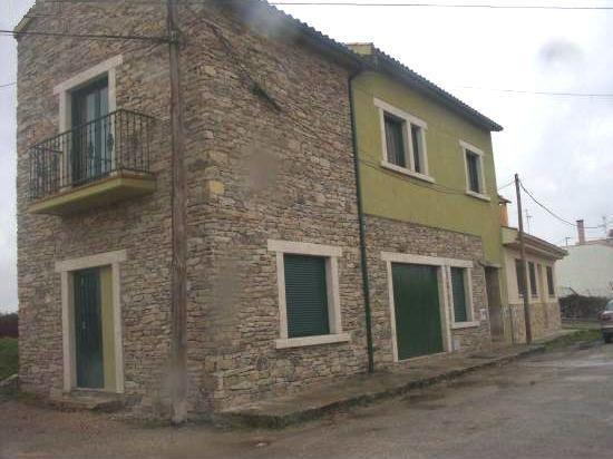 Casa Rural para 7 personas en Trabanca, holiday rental in Urros
