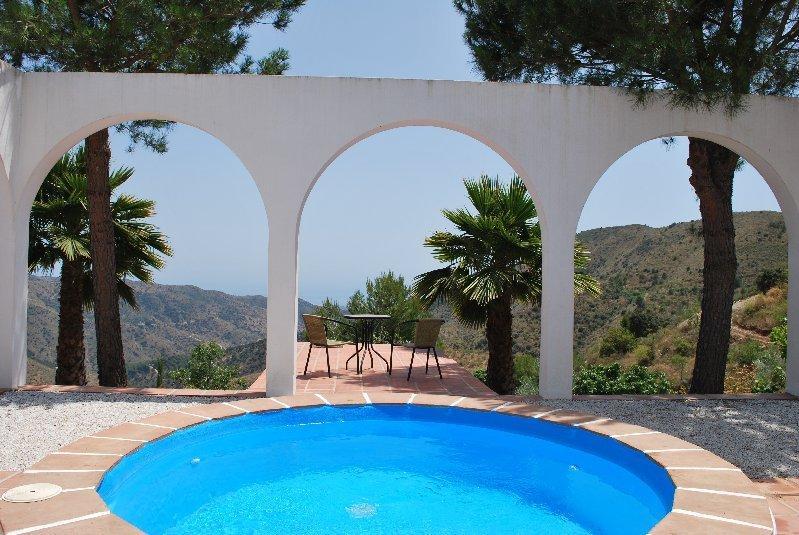 Dip pool with views