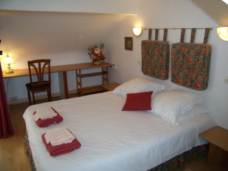 The master en suite bedroom with 'Queen Sized Bed'