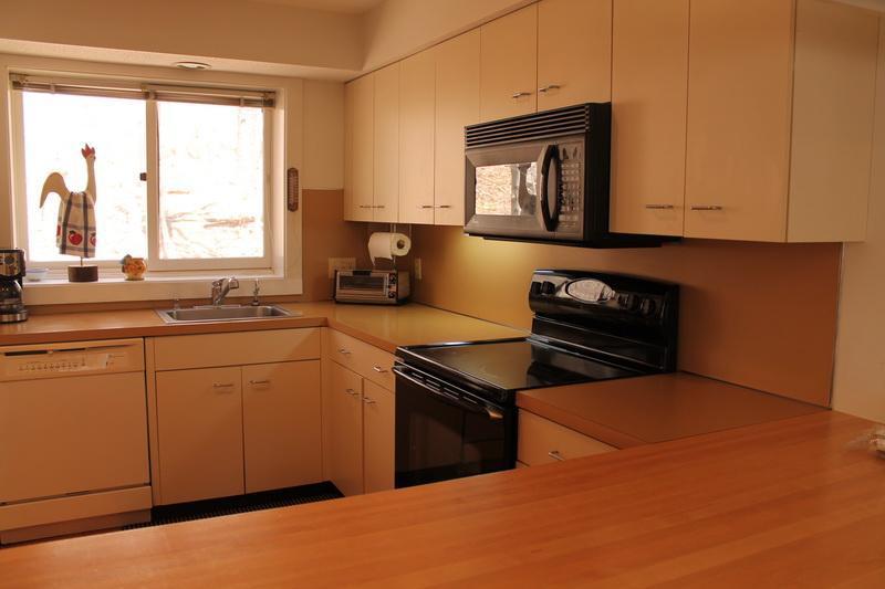 Cozinha com bastante espaço de coutertop