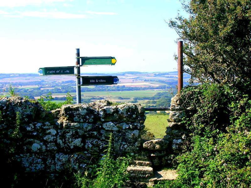 Ci sono sentieri più per il miglio quadrato dell'isola rispetto a ovunque in Inghilterra.