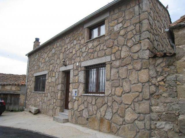 Casa Rural de 100 m2 de 2 dormitorios en Blacha, location de vacances à Robledillo