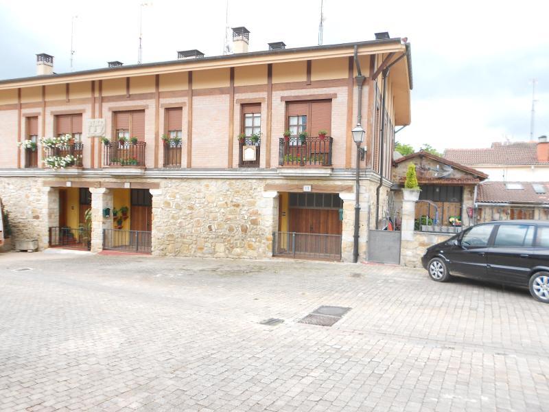CASA RURAL COMPLETA, casa rural, adosado., vacation rental in Urdiain