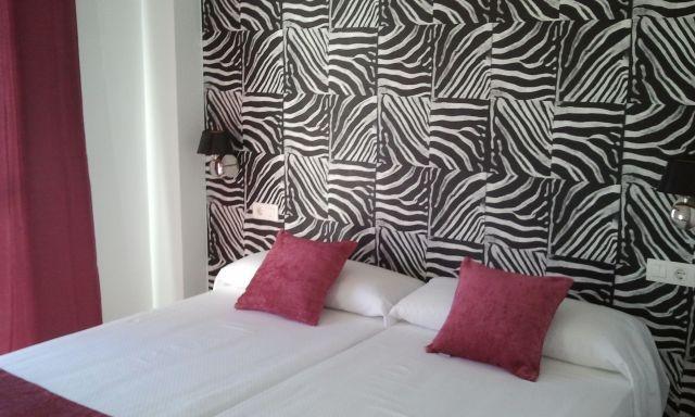 Dormitorio 2 camas dobles o matrimonio wc en habitacion