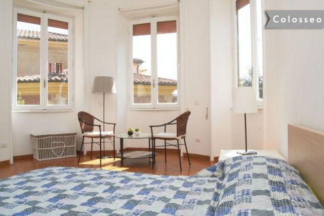 Colosseo  nice and bright  2 room apt. Great deal, holiday rental in Rome