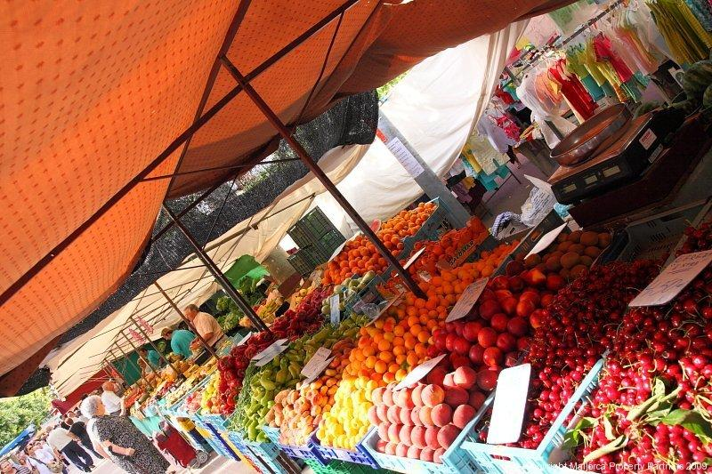 Campos Market- focus on local produce, such as fruit and veg. Market open at 8 am and run until 1 pm