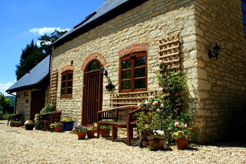 Jasmine Cottage - summertime - lovely blue sky!