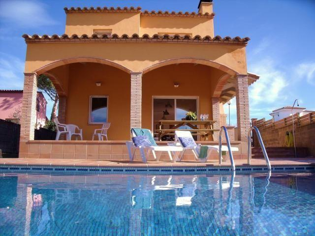 CASA INDIVIDUAL CON PISCINA IDEAL FAMILIAS - HAY WIFI, vacation rental in L'Escala