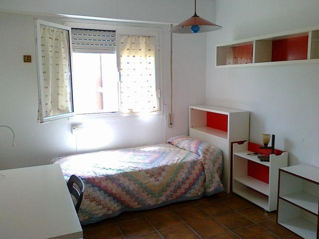 Slaapkamer met ingebouwde kledingkast