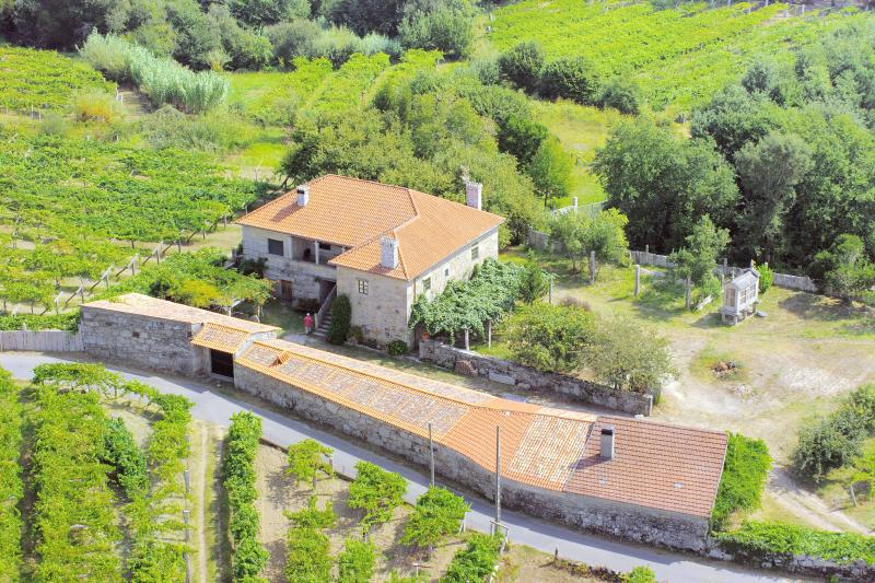 Casa Rural Maria Bargiela, holiday rental in Tui