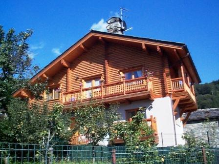 Bilocale in villa con giardino, holiday rental in Vollon di Brusson