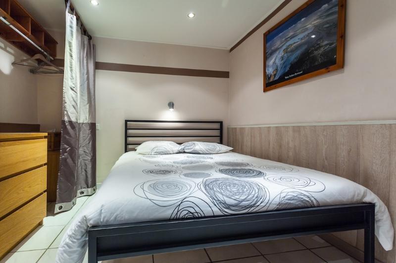 Quarto duplo com cama de casal King-Size (roupa de cama fresca fornecido)