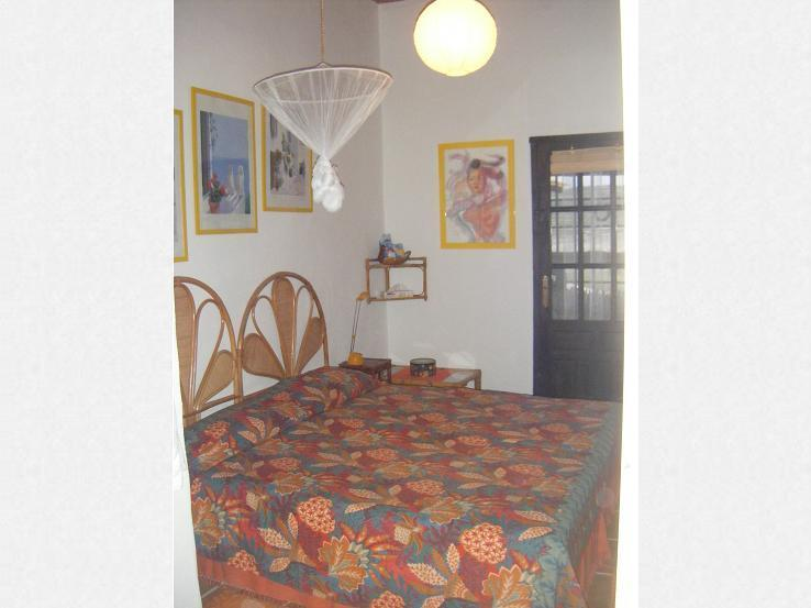 The guest room 'Madrid' with two single beds together and the door to the private appartem