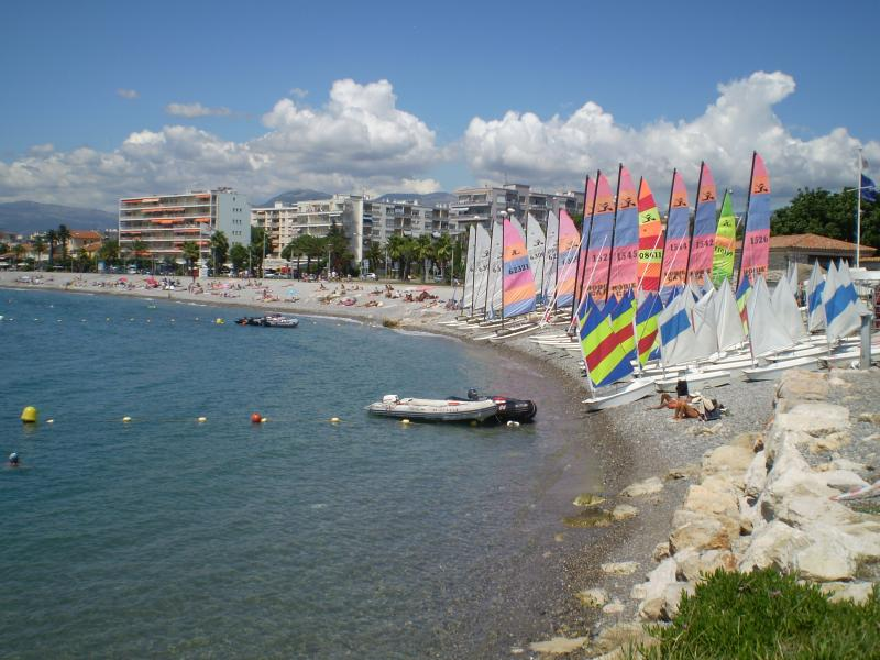 Sailing school and windsurfing available