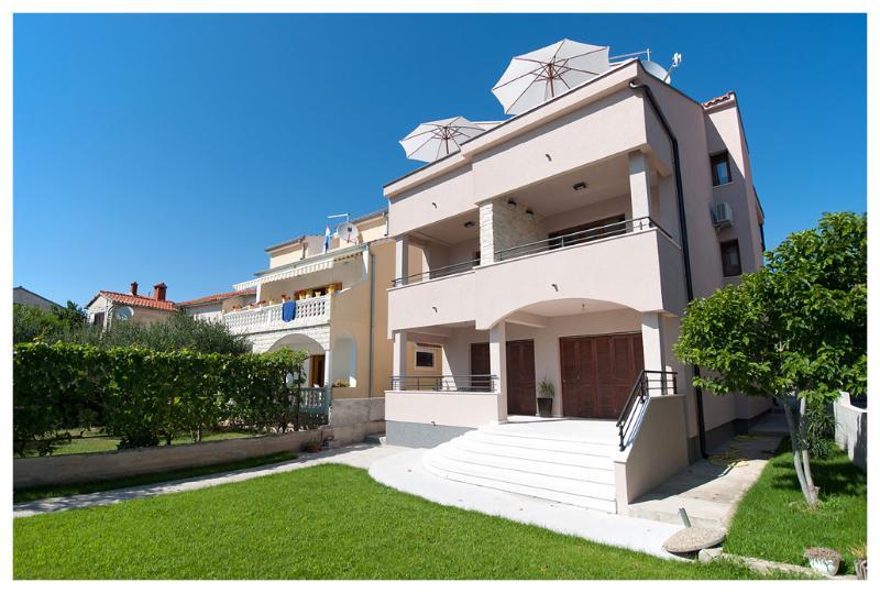 BonaMare house