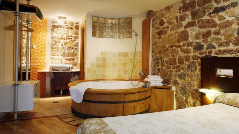 Apartament con jacuzzi Asturias. Romántica casa para 2, cerca de Cangas de Onís., holiday rental in Seguencu