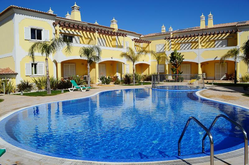 Relaxing holidays at the swimming pool in a brand new gated condominium with just 22 apartments.