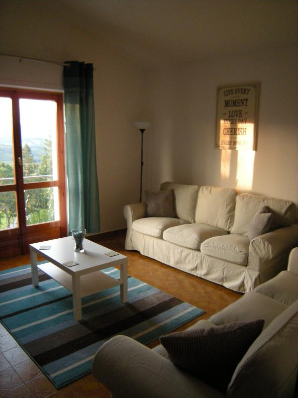 Lounge (öffnet sich auf Balkon)