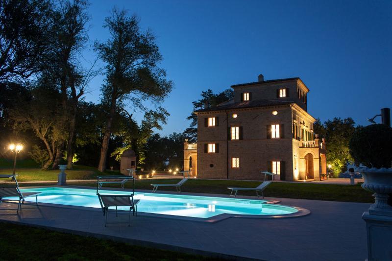 Villa Nena with pool at sunset