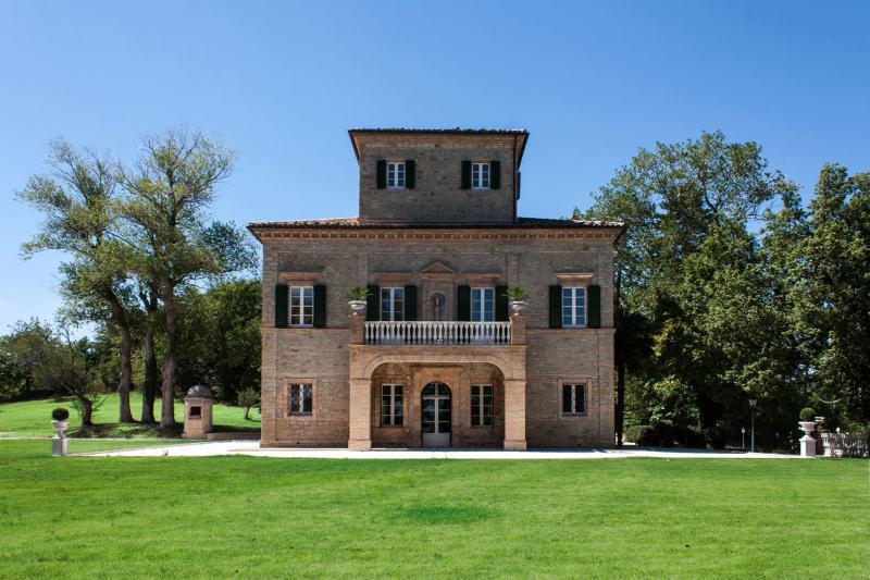 Villa Nena - facade in daylight