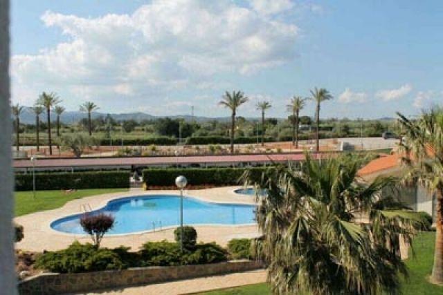zona comunitaria piscina grande y piscina para los más pequeños