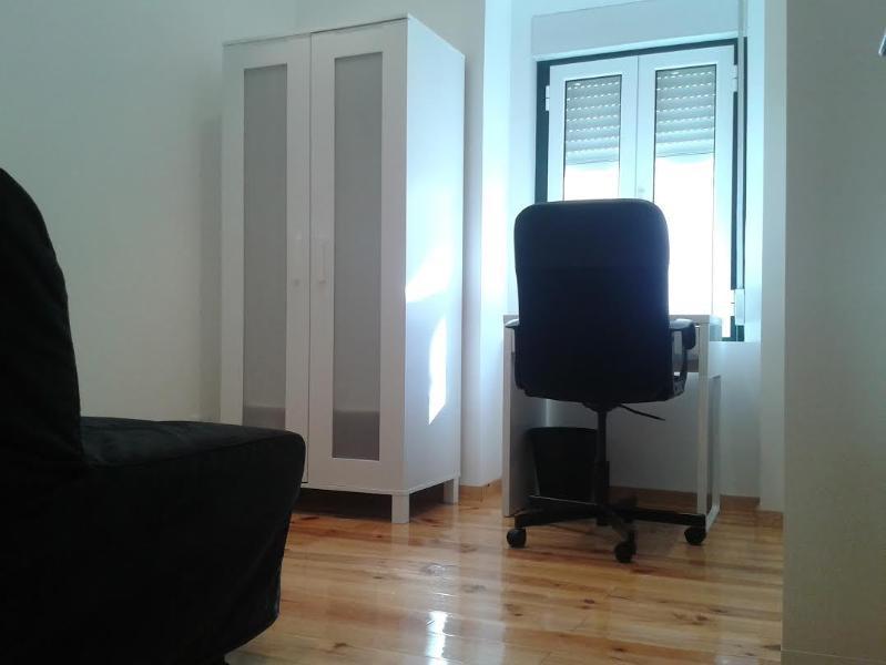 Office with sofa cama