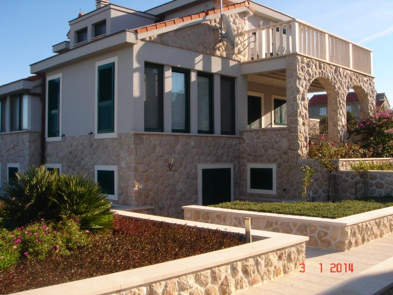 Apartment Lucija, vacation rental in Betina