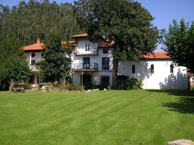 Villa Abarca, casona en plena naturaleza, a un paso de las playas, casa vacanza a La Cavada