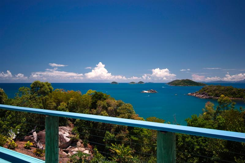 Casa aislada isla tropical con vistas de 360 grados
