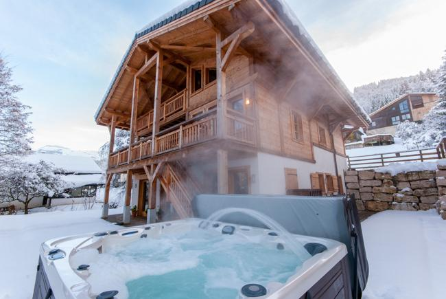 Chalet Maya A stunning luxury chalet with hot tub, 100m from the pistes.