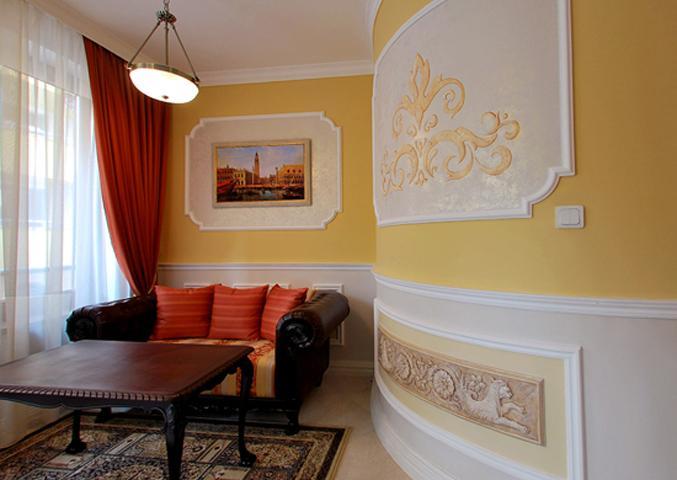 salon de style baroque de l'appartement d'hôtel de luxe Venise-1, à Sofia, Bulgarie