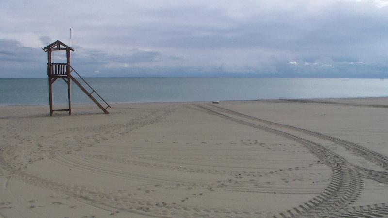 Beach within 10 mins walk