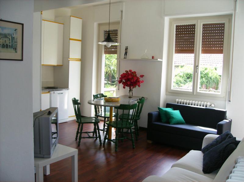 CASA AVEZZA, vacation rental in Casale Corte Cerro