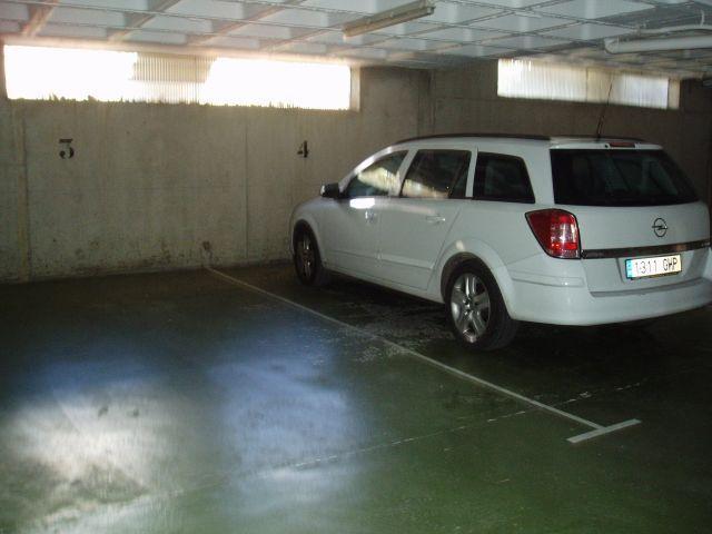 Amplio Garaje privado   Nº 4 .