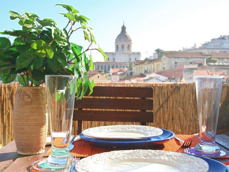 Terraza con vistas al Panteón Nacional, ideal para disfrutar de comidas al aire libre