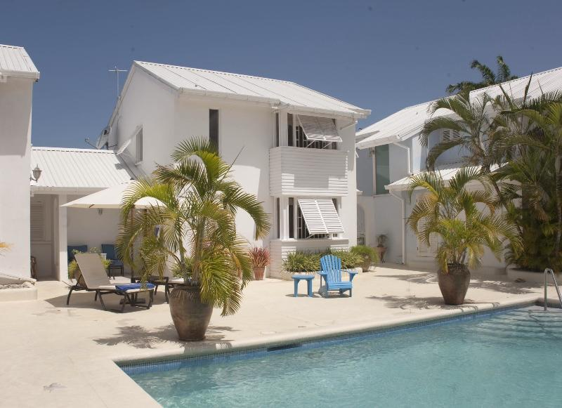 Luxury townhouse only 10 minutes from the beach!, location de vacances à Saint-James