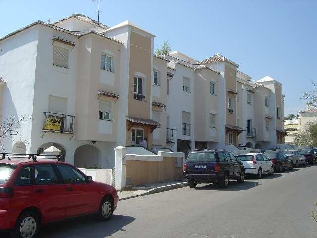 Fachada de la Urbanización Pueblo Mediterráneo.