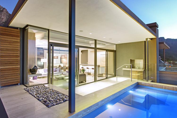 Modern Split Level 5-star Camps Bay Villa - Hakue, alquiler de vacaciones en Cape Town