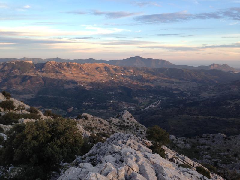 La Estación de Cortes con la Costa del Sol al fondo desde La Sierra