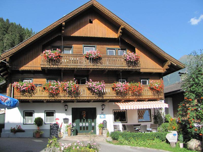 Gasthof Dorfschenke, location de vacances à Obervellach