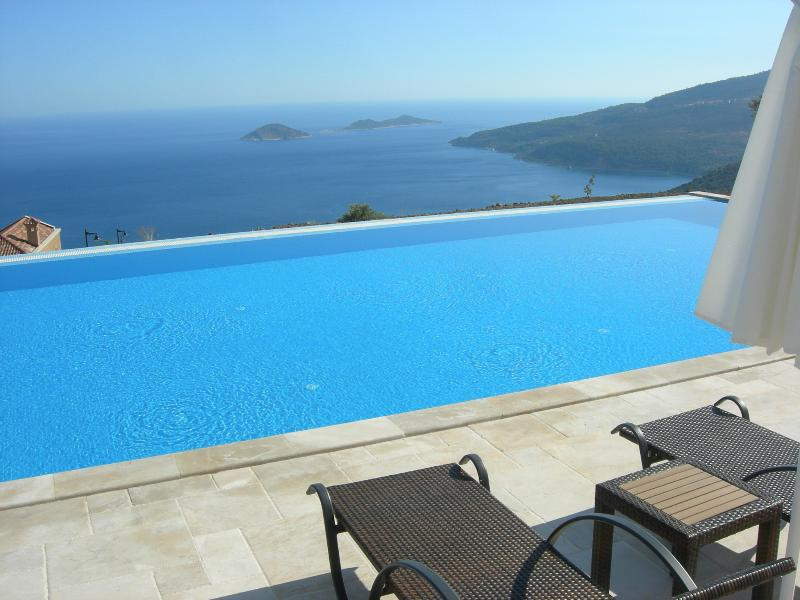 The La Vanta stunning shared Infinity Pool