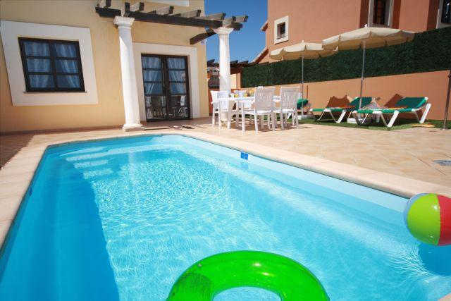 Well maintained pool. Duplex