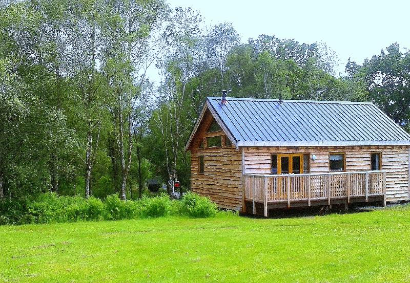 Log cabin in quiet woodland location