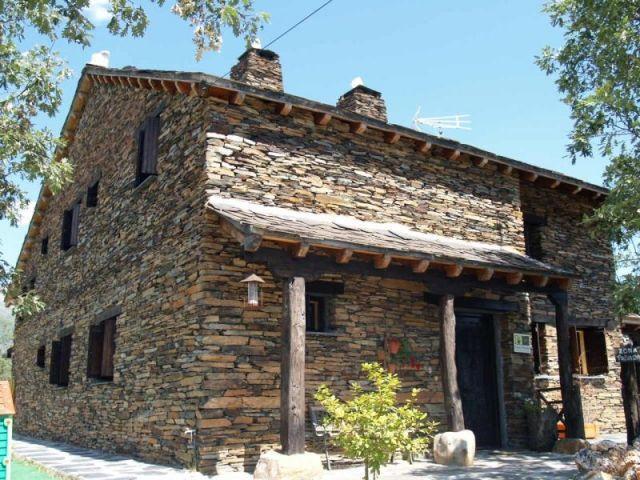 La Era de la Tia Donata es una casa rural ideal para parejas y familias., location de vacances à Horcajuelo de la Sierra